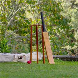 Howzat 8 Pce Backyard Cricket Set
